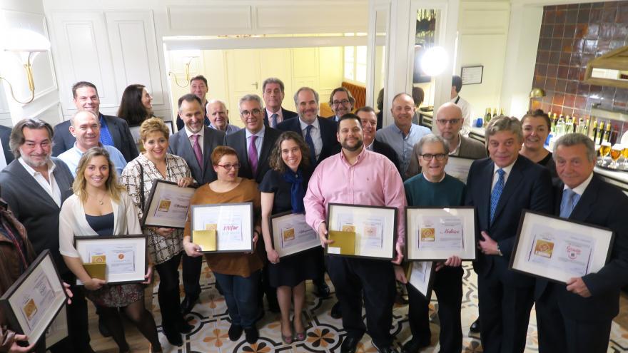 Izquierdo entrega certificados de calidad a pastelerías artesanales