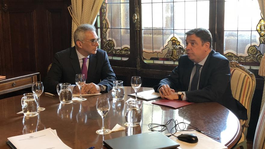 Izquierdo durante la reunión con el ministro