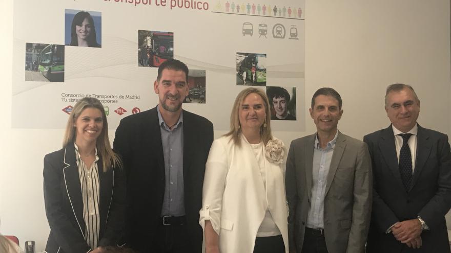 Rosalía Gonzalo en la nueva Oficina de Gestión de la Tarjeta de Transporte Público que el Consorcio Regional de Transportes (CRTM) en Alcalá de Henares