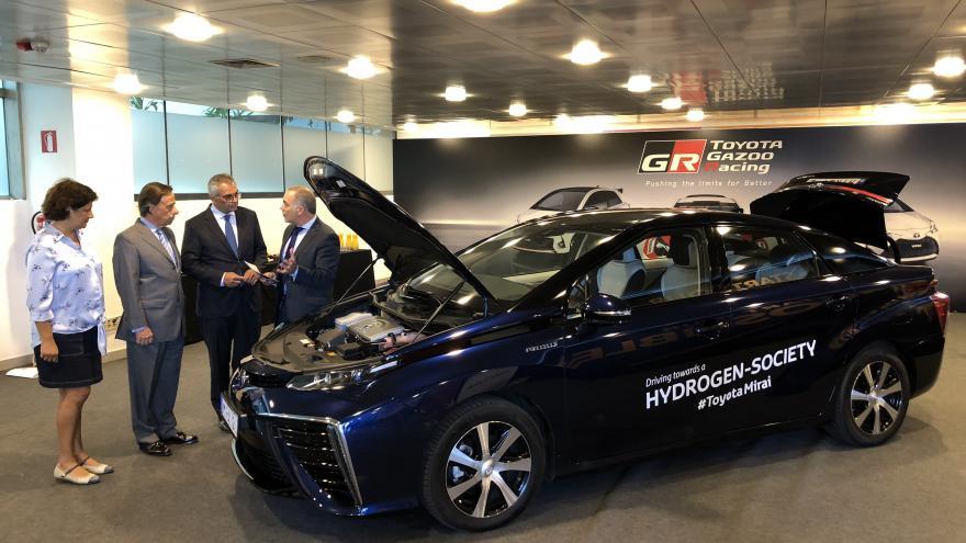 Izquierdo visita las instalaciones de Toyota para conocer los avances en vehículos no contaminantes