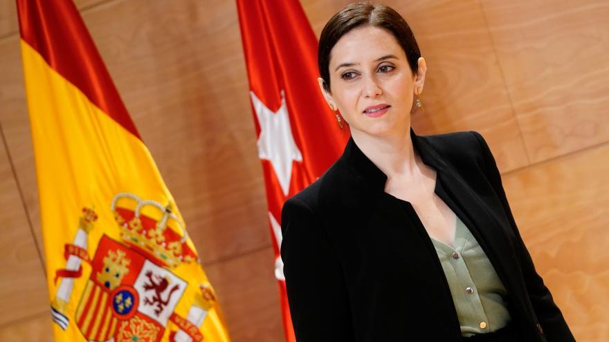 Isabel Díaz Ayuso durante la firma del convenio con Cáritas Madrid