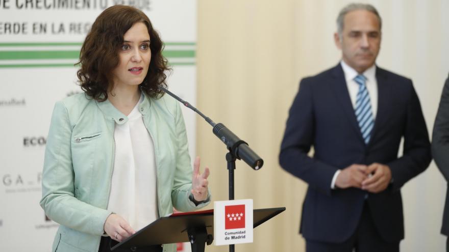 Isabel Díaz Ayuso durante la firma del protocolo de actuación con el Grupo Español de Crecimiento Verde