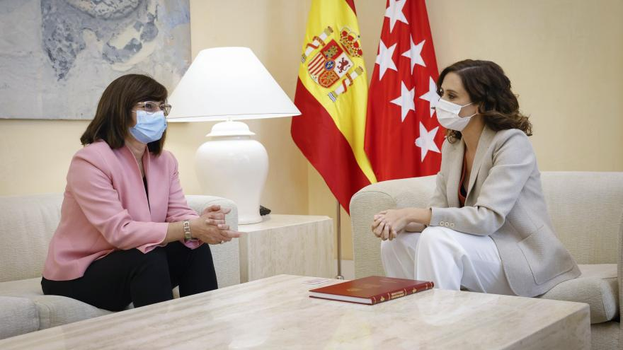 Isabel Díaz Ayuso durante su reunión con la fiscal superior de Madrid