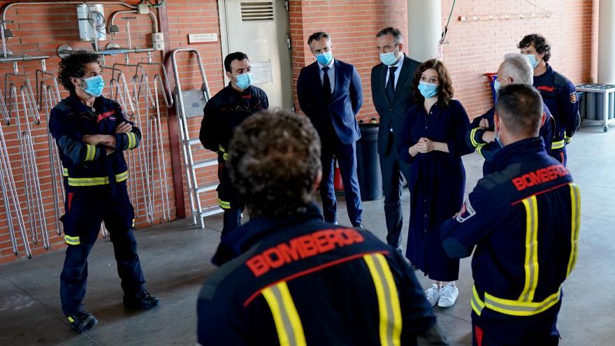Isabel Díaz Ayuso durante su visita al Parque de Bomberos de la Comunidad en Las Rozas