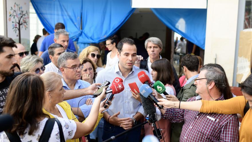 Imagen de Ignacio Aguado en Arganda del Rey para evaluar los daños sufridos por las lluvias del fin de semana