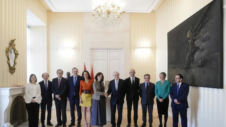 Foto de familia con consejeros y miembros de la Fundación La Caixa