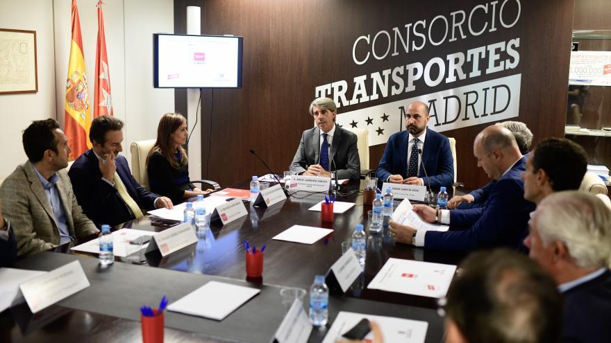 Ángel Garrido en la presentación del plan Aparca+T en Colmenar Viejo