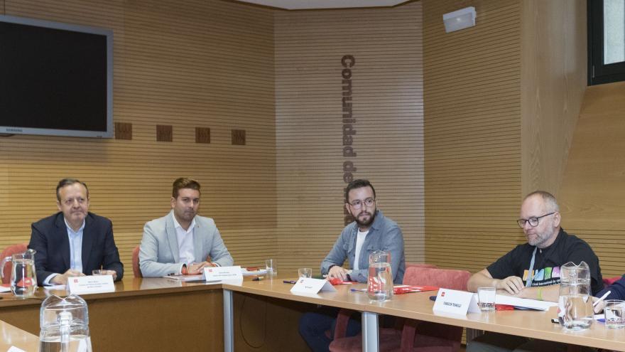 Alberto Reyero presenta a los colectivos el borrador del decreto de creación del Consejo LGTBI