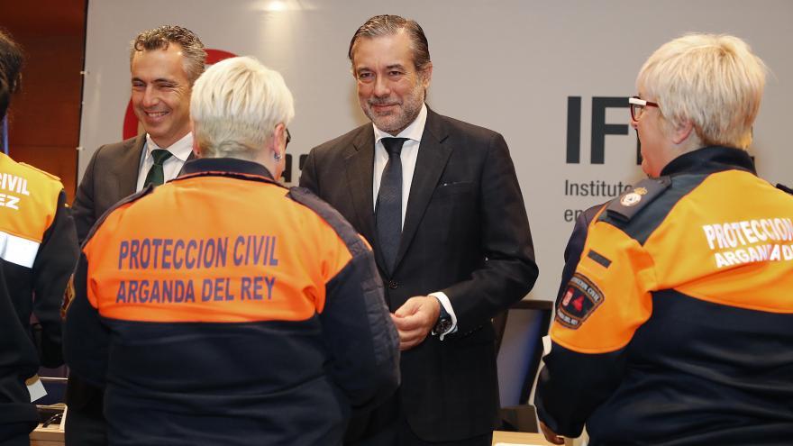 Enrique López entrega título a voluntarios