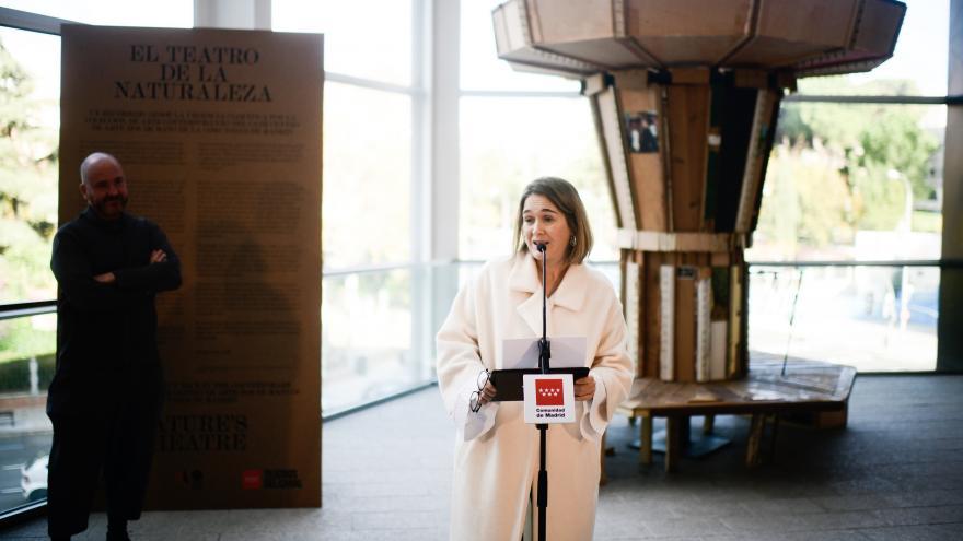 Marta Rivera de la Cruz inaugurando hoy la muestra en los Teatros del Canal