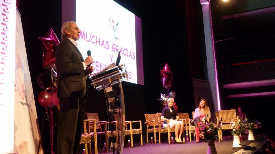 Enrique Ruiz Escudero, consejero de Sanidad en las Jornadas sobre cáncer de mama en el Hospital Ramón y Cajal