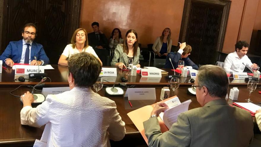 La consejera de Políticas Sociales y Familia, Lola Moreno, ha asistido hoy a la firma del convenio