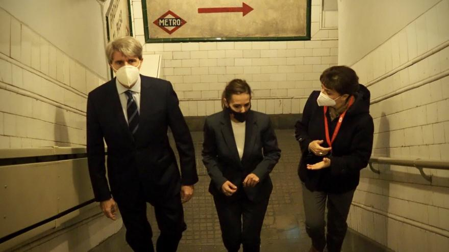 Ángel Garrido visita la histórica estación de Metro de Chamberí