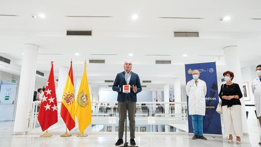 Enrique Ruiz Escudero durante su intervención ante los asistentes
