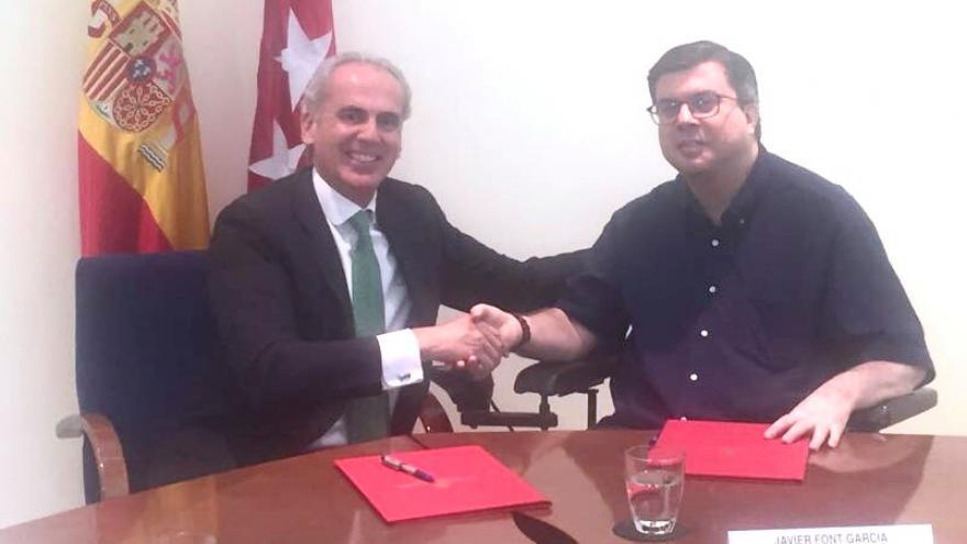 El consejero de Sanidad Enrique Ruiz Escudero ha firmado el convenio con Javier Font, presidente de FAMMA