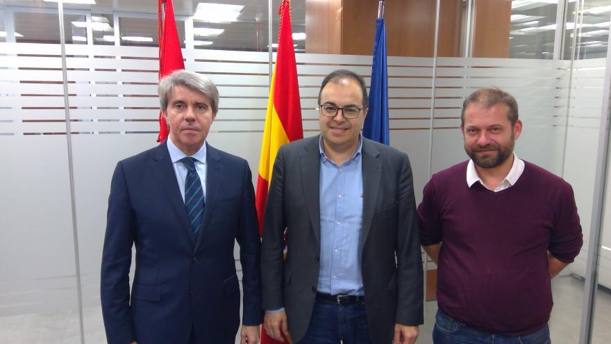 Ángel Garrido durante la reunión