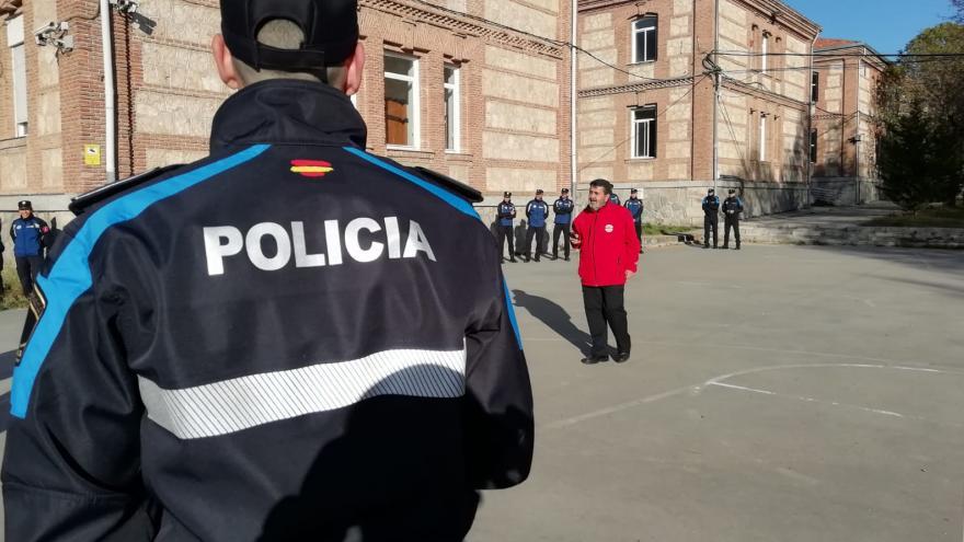 personal de madrid 112 formando a policías locales en transmisiones
