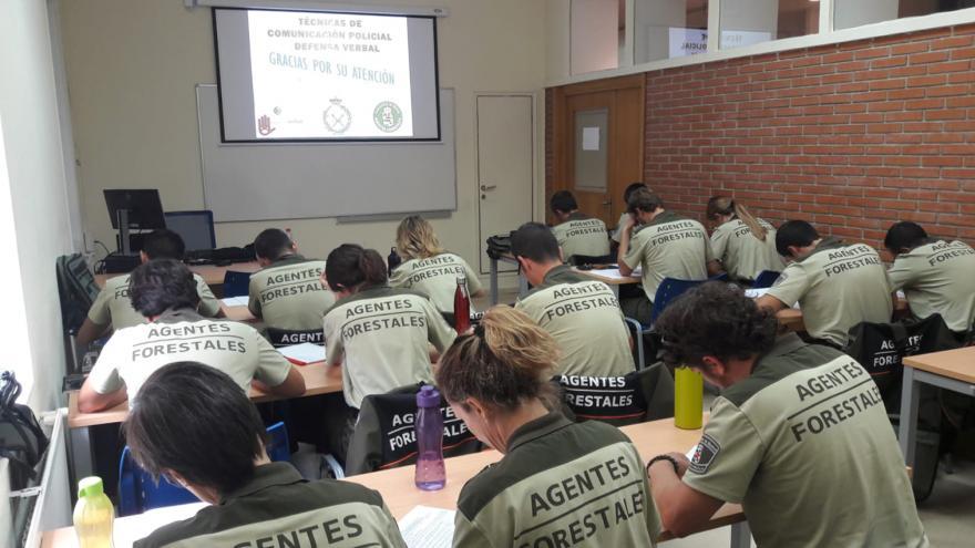 Agentes forestales formándose en el IFISE