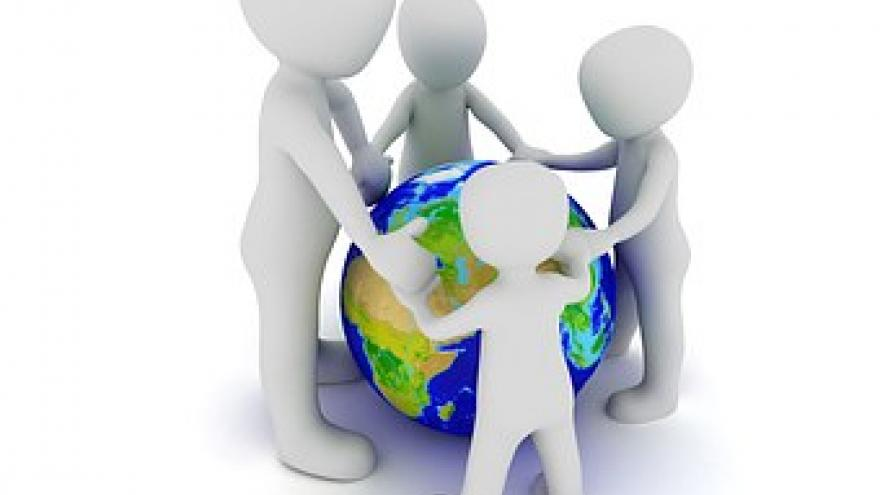 El mundo rodeado por personas