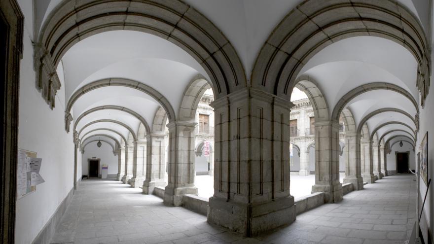 Imagen del patio principal