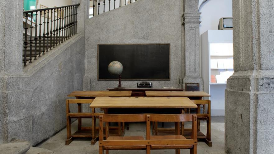 Exhibición y montaje y Recreación de un aula antigua
