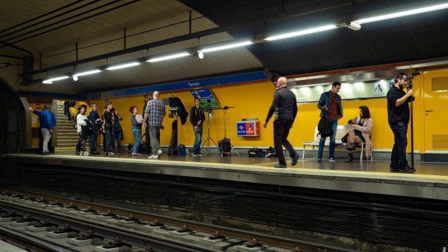 Imagen de rodaje en el metro de Madrid