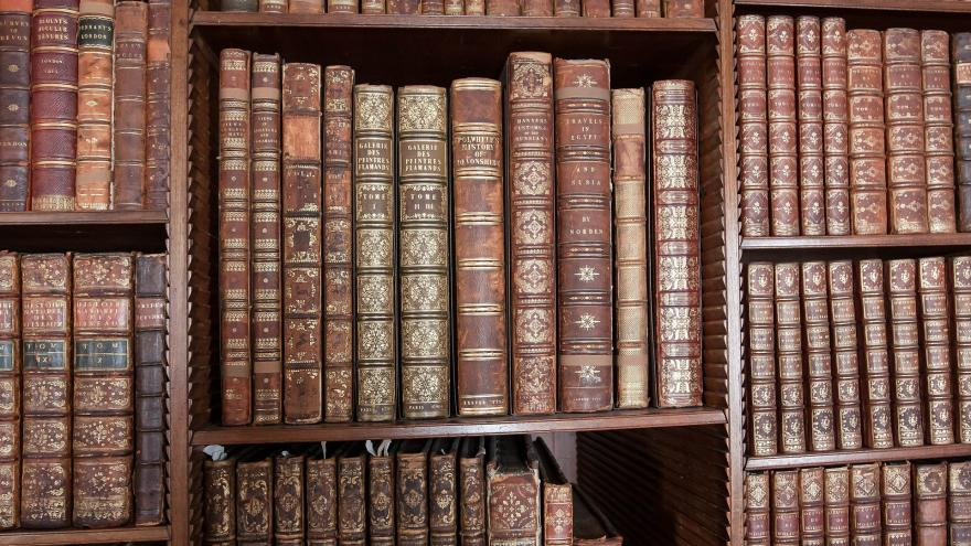 library-419254_1920.jpg