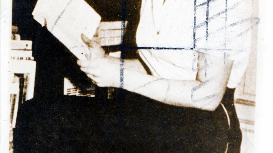 Retrato en blanco y negro de una joven Ana María Matute
