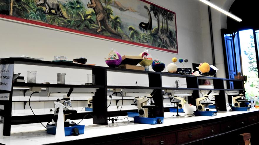 Otra imagen del Laboratorio de Ciencias Naturales