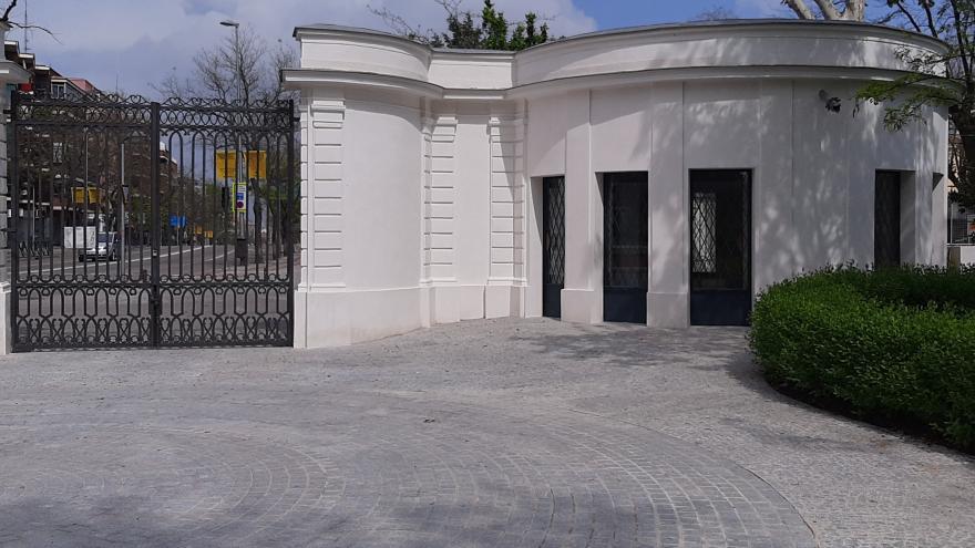 puerta real acceso jardines