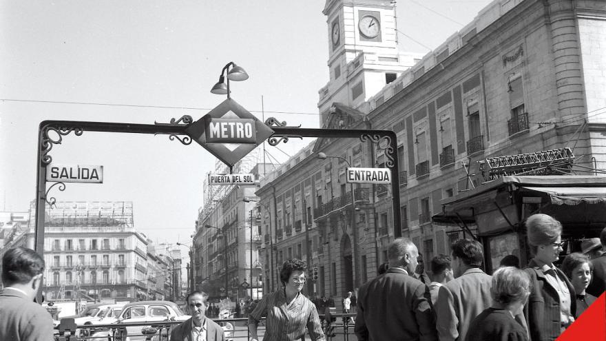 Madrid. Puerta del Sol, (Archivo Regional de la Comunidad de Madrid. Fondo Fotográfico Nicolás Muller.)
