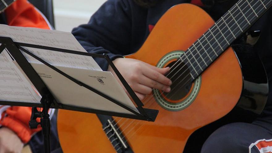 Clases de guitarra en la EMMD