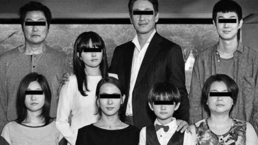 Imagen en la que se ve a la familia protagonista de la película Parásitos