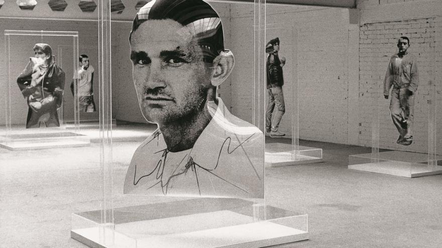 Tres obras de Darío Villalba en la Galería Vandrés