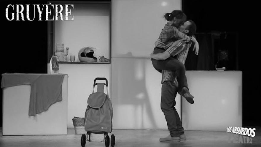 imagen en la que se ve a los dos actores de Gruyère en una escena de la función
