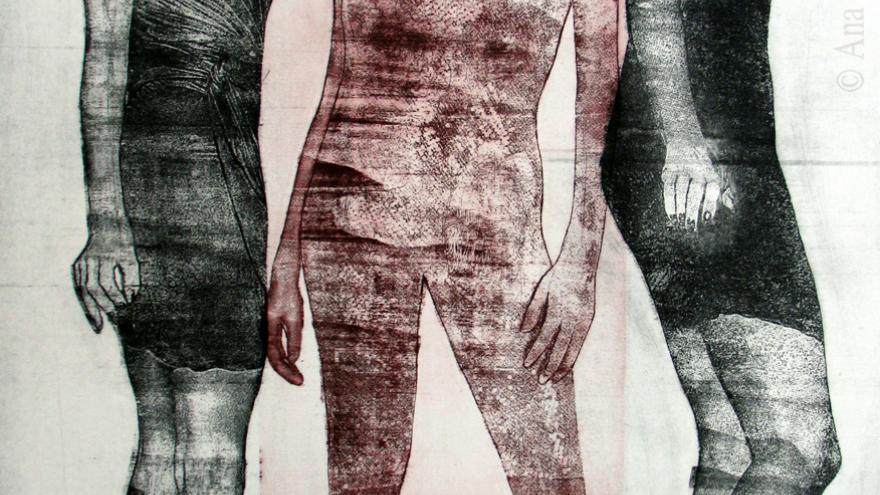 Grabado con el dibujo de tres mujeres