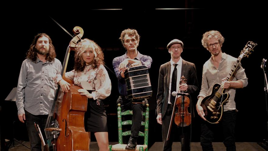 imagen del quinteto con sus instrumentos