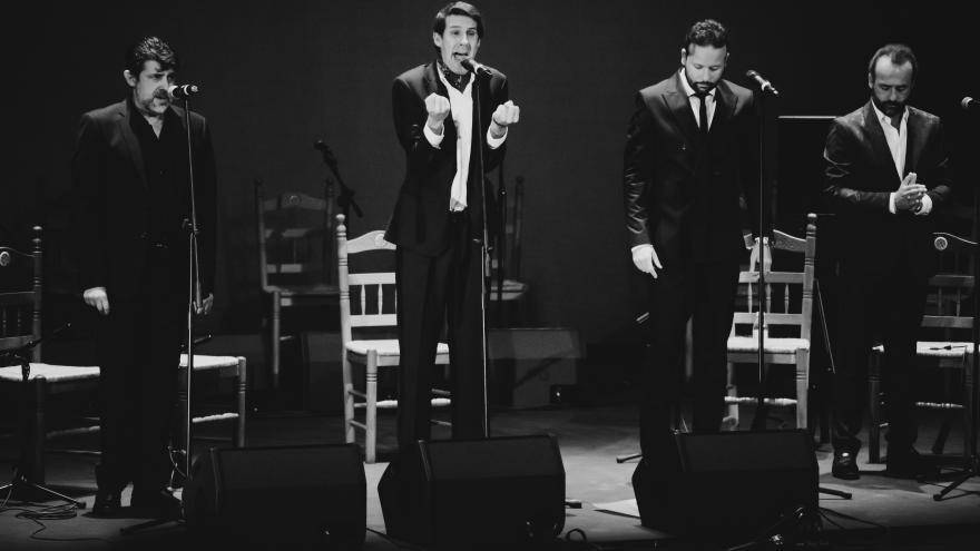 """Imagen cantando de José Canela, José """"El Pañero"""", Fernando Canela"""