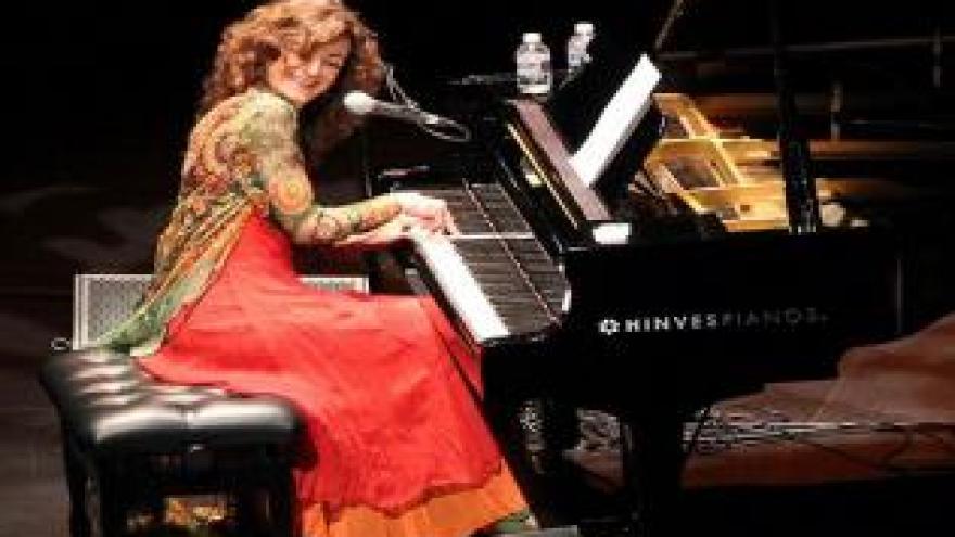 imagen de Carmen París al piano