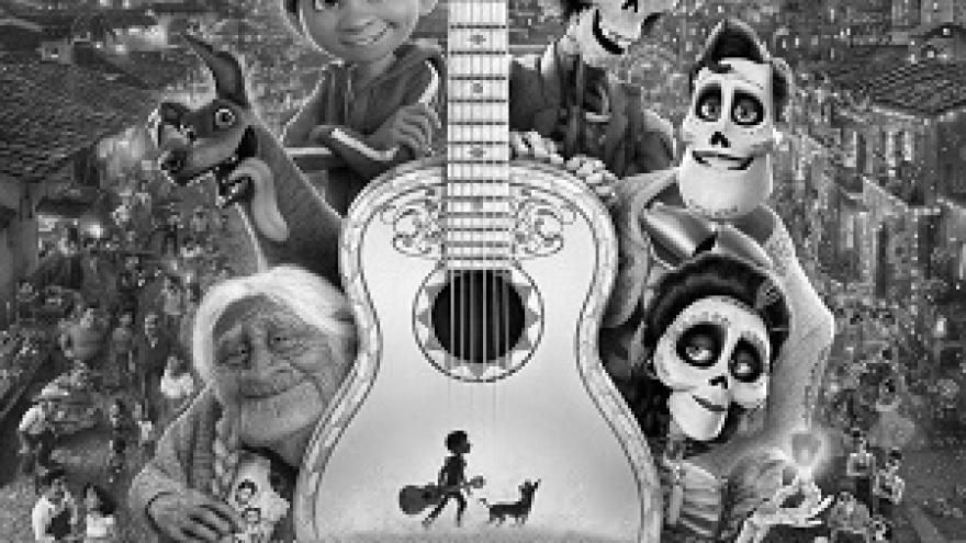 imagen del cartel de la película Coco en la que se ven a los protagonistas al rededor de la guitarra