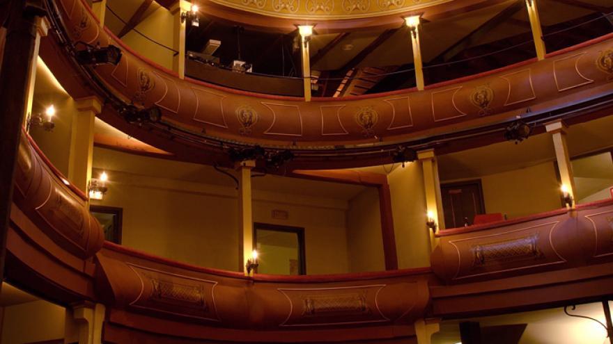 Vista de los palcos y butadas del teatro Corral de Comedias en Alcalá de Henares