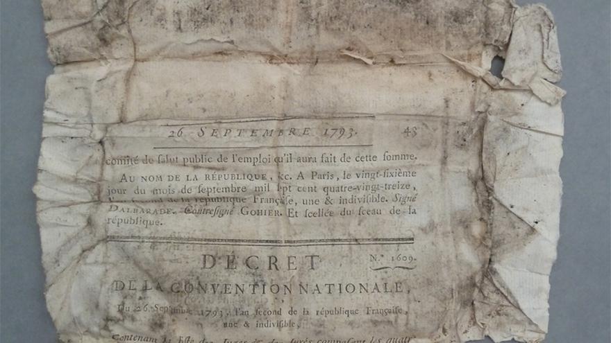 Documento en papel deteriorado
