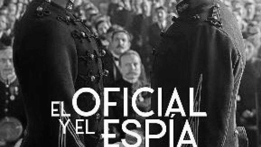imagen del cartel de la película en la que se ve a dos oficiales enfrentados mirándose