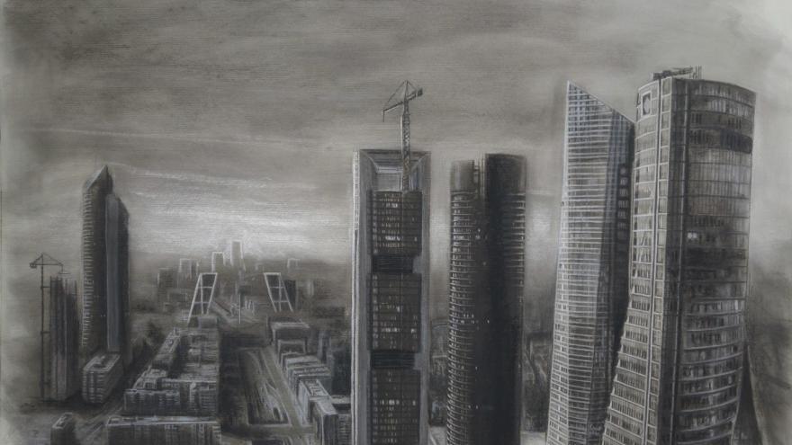 imagen distorsionada de la exposición Metropoli en la que se ve una perspectiva de torres de Madrid