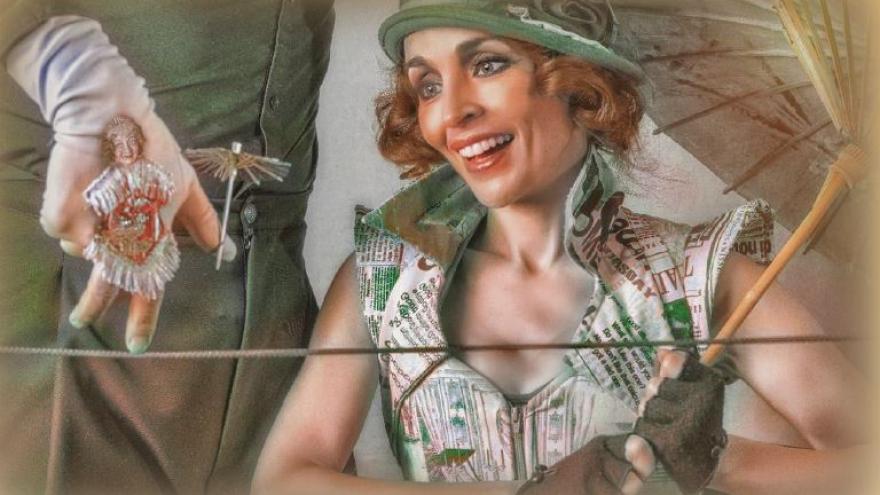 Imagen en la que se ve a una actriz con vestuario y sombrero