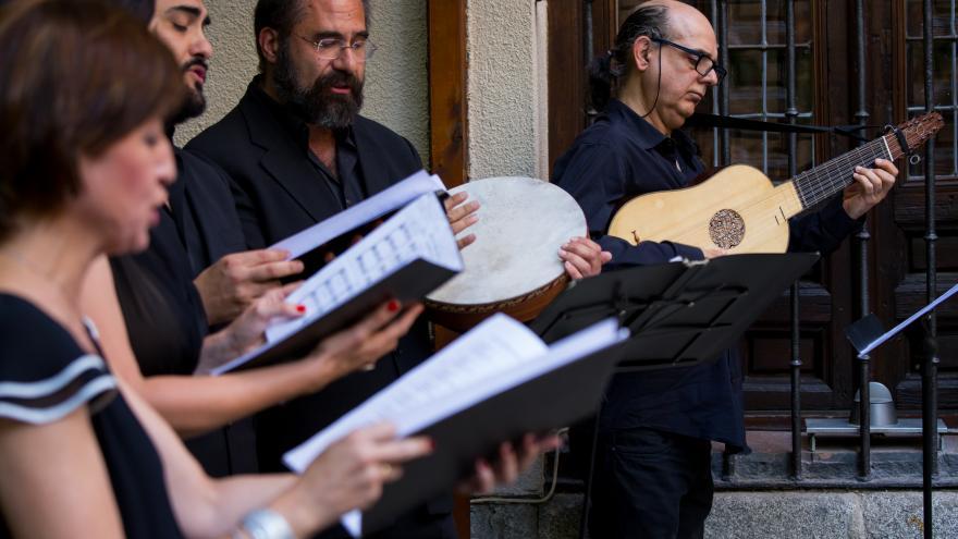 Cuatro músicos y cantantes