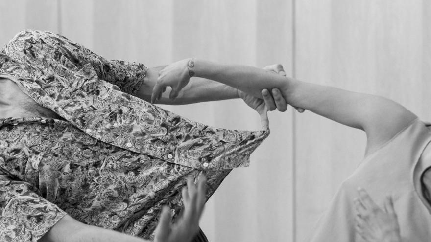 imagen de los dos bailarines componentes de la compañia La Imperfecta