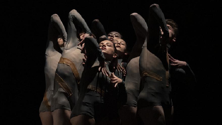 foto de los alumnos de MARIEMMA bailando