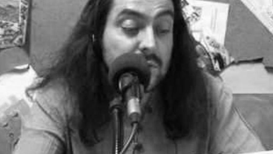 imagen de Jose María Barbot hablando con un micrófono