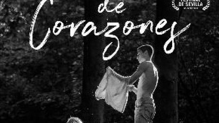 imagen del cartel de la película Reina de Corazones en la que se ve a dos personas en un bosque